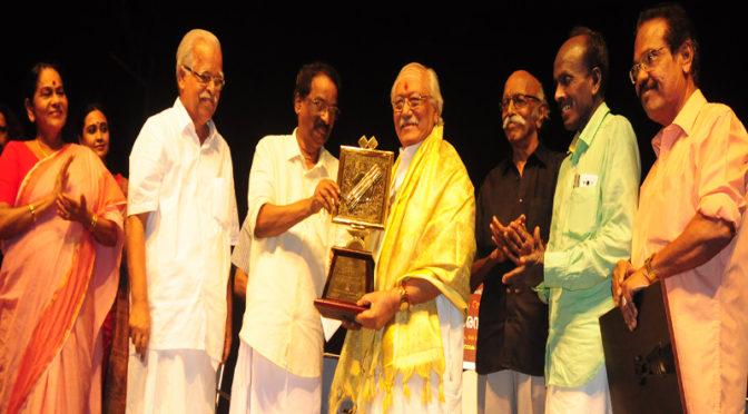 സ്വാതി സംഗീത പുരസ്കാരം ടി വി ഗോപാലകൃഷ്ണന് സമ്മാനിച്ചു